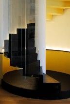 ristrutturazione di interni roma_scala_resina_vetro_led